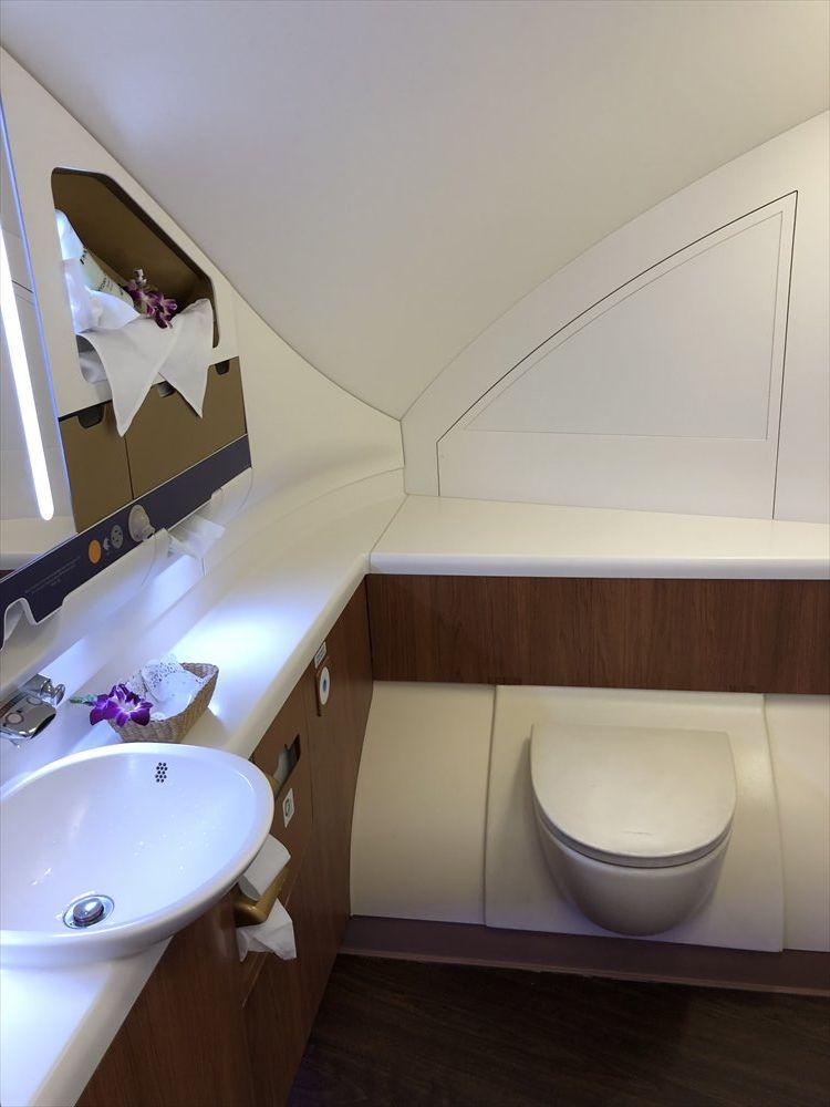 タイ国際航空(TG)A380のファーストクラスのトイレ1