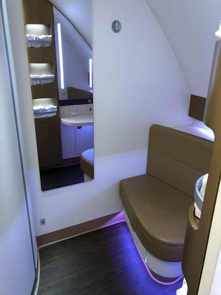 タイ国際航空(TG)A380のファーストクラスのトイレ2