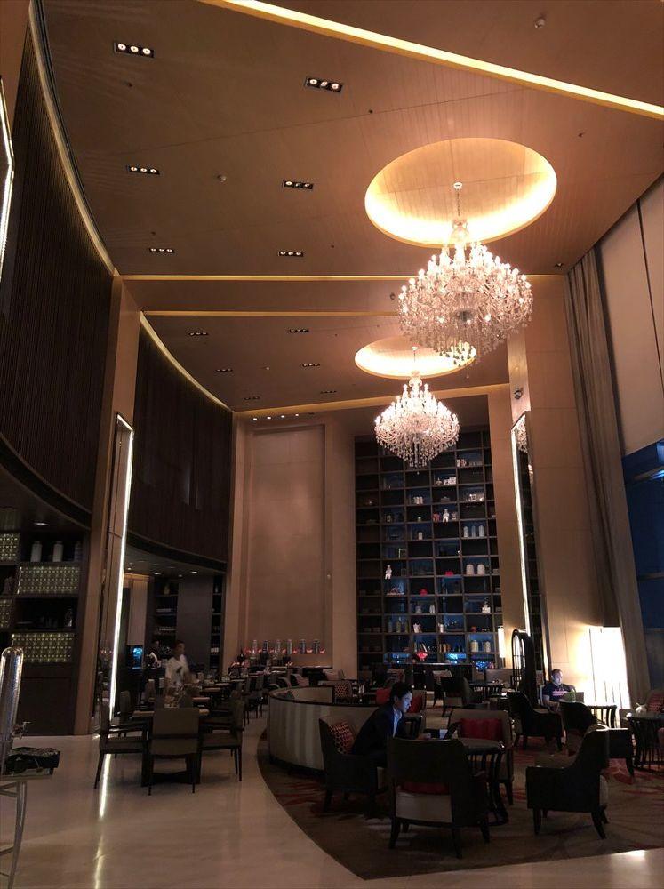 バンコクマリオットホテルスクンビットのロビー(夜)