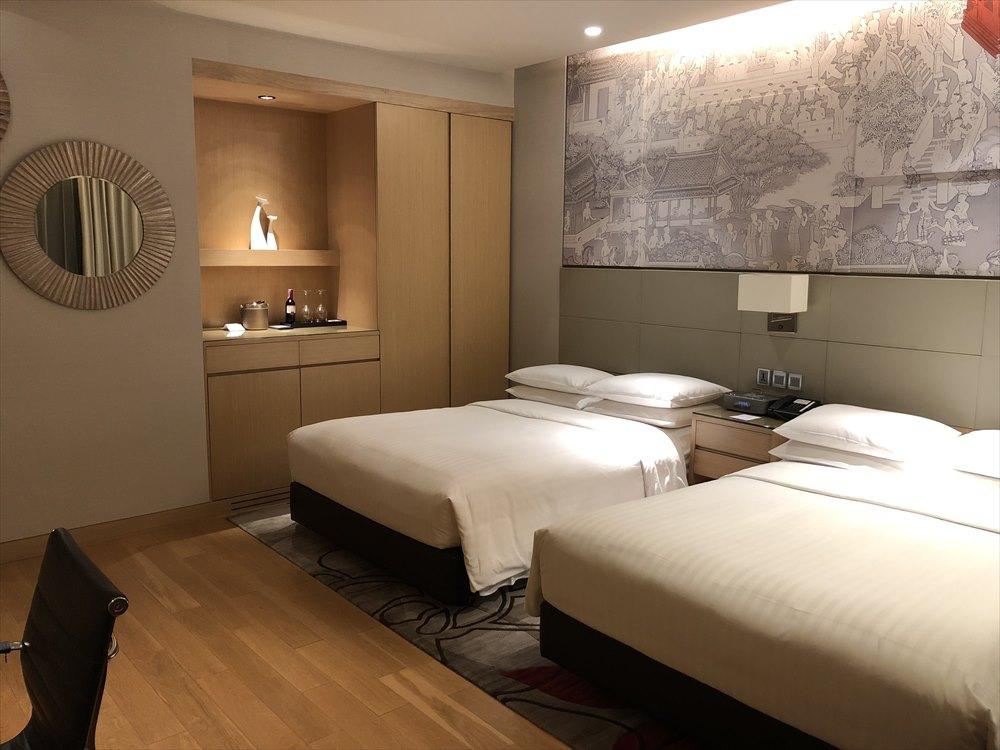 バンコクマリオットホテルスクンビットのプレミアデラックスルーム(ベッド側)