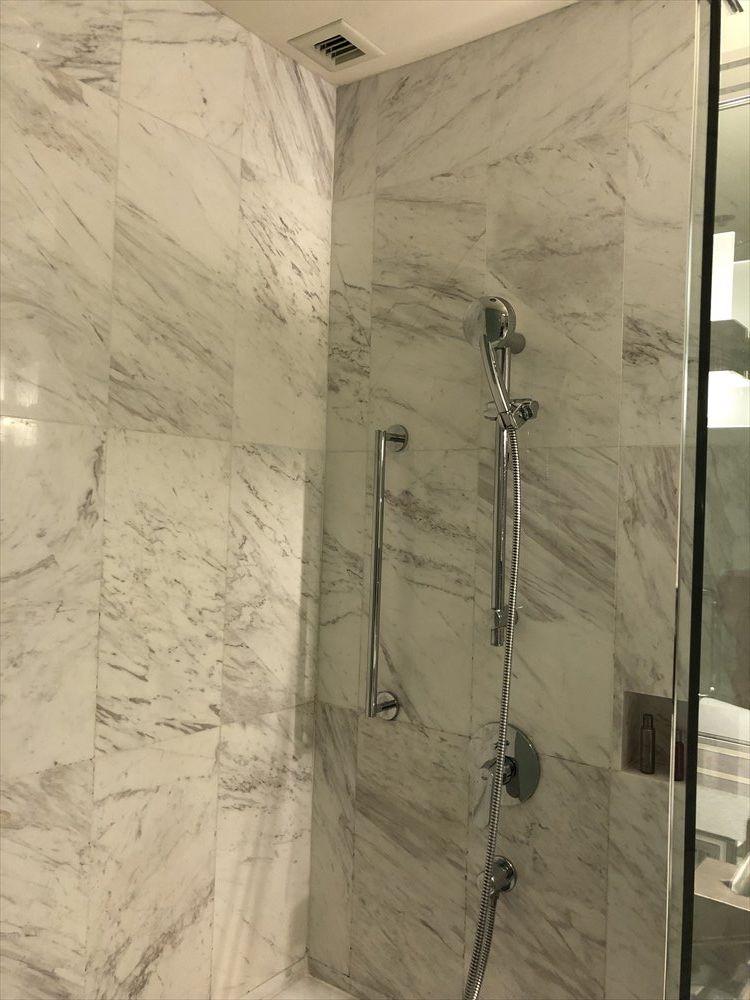 バンコクマリオットホテルスクンビットのプレミアデラックスルーム(シャワー)