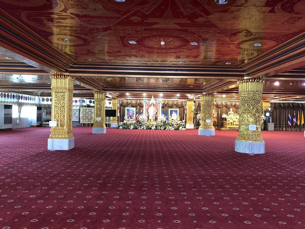 ワットパクナム仏塔の2階のホール