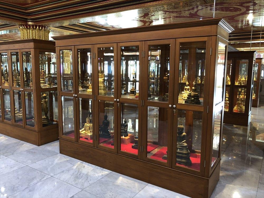 ワットパクナム仏塔の3階の展示