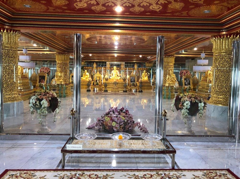 ワットパクナム仏塔の4階