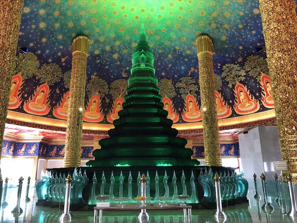 ワットパクナム仏塔の5階の仏塔1