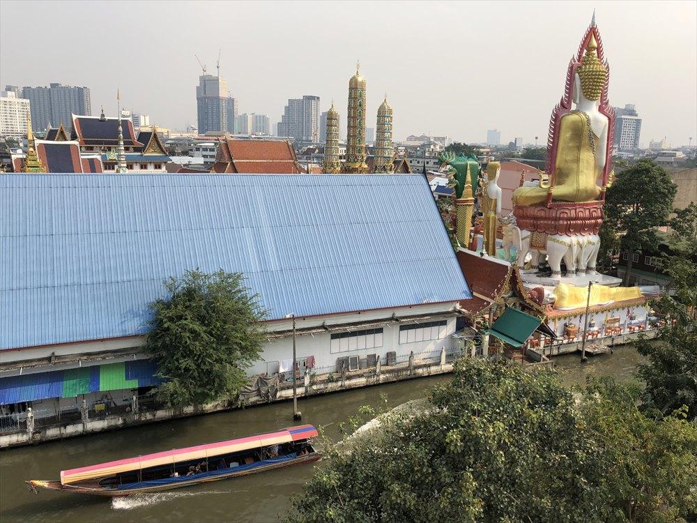 ワットパクナム仏塔のバルコニー2