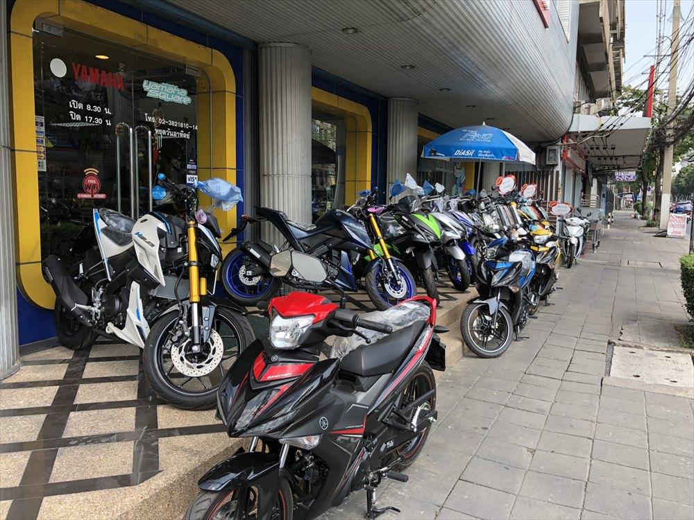 バンコクのバイク屋