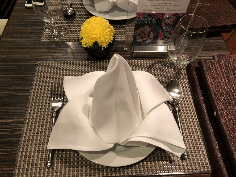パッポンのRUEN URAIのテーブル