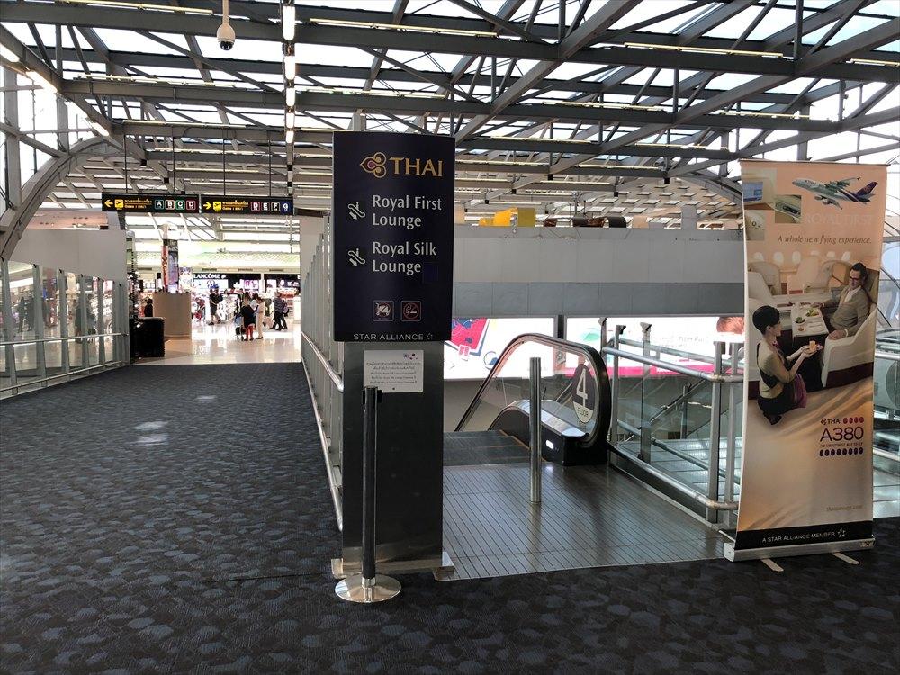 スワンナプーム国際空港のエスカレーター