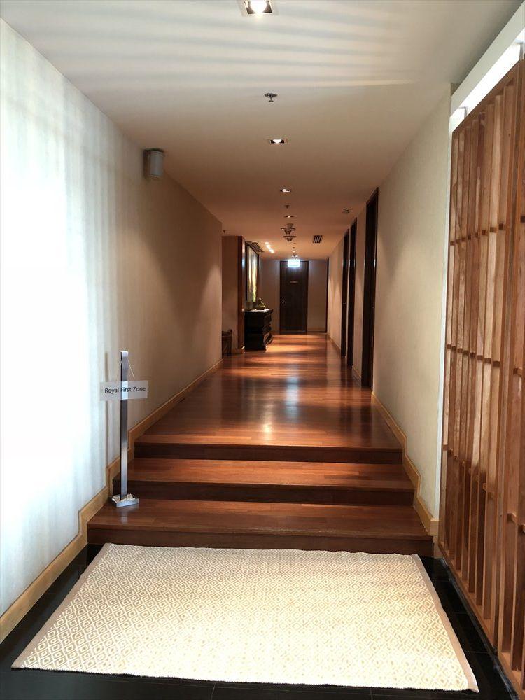 ロイヤルオーキッドスパの廊下