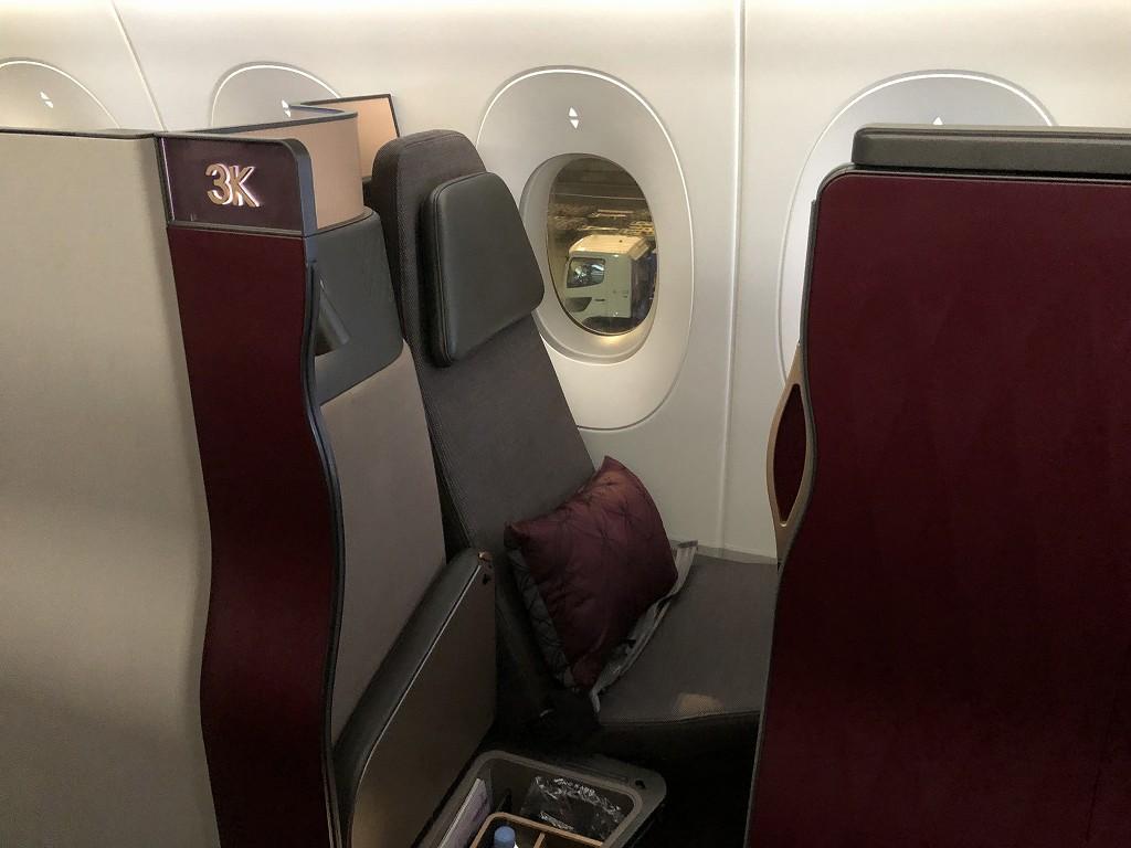 カタール航空のQR813便のQsuiteの座席2