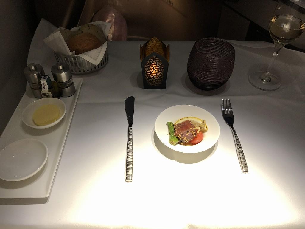 カタール航空のQR813便のテーブルセッティング