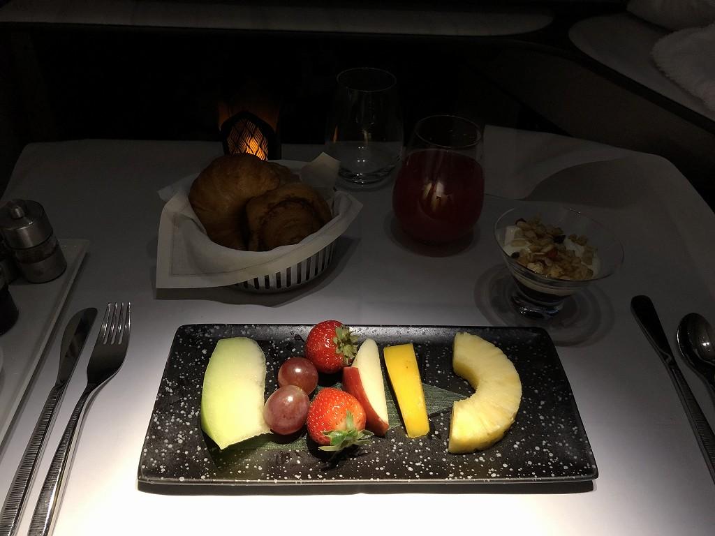 カタール航空のQR813便のQsuiteの朝食