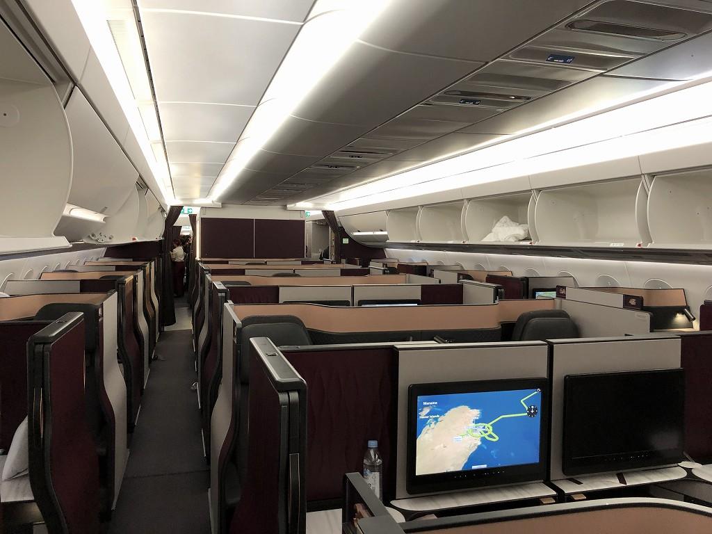カタール航空のQR813便のQsuiteの内観1