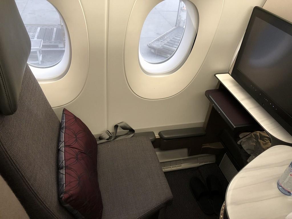 カタール航空のQR813便のQsuiteの内観2