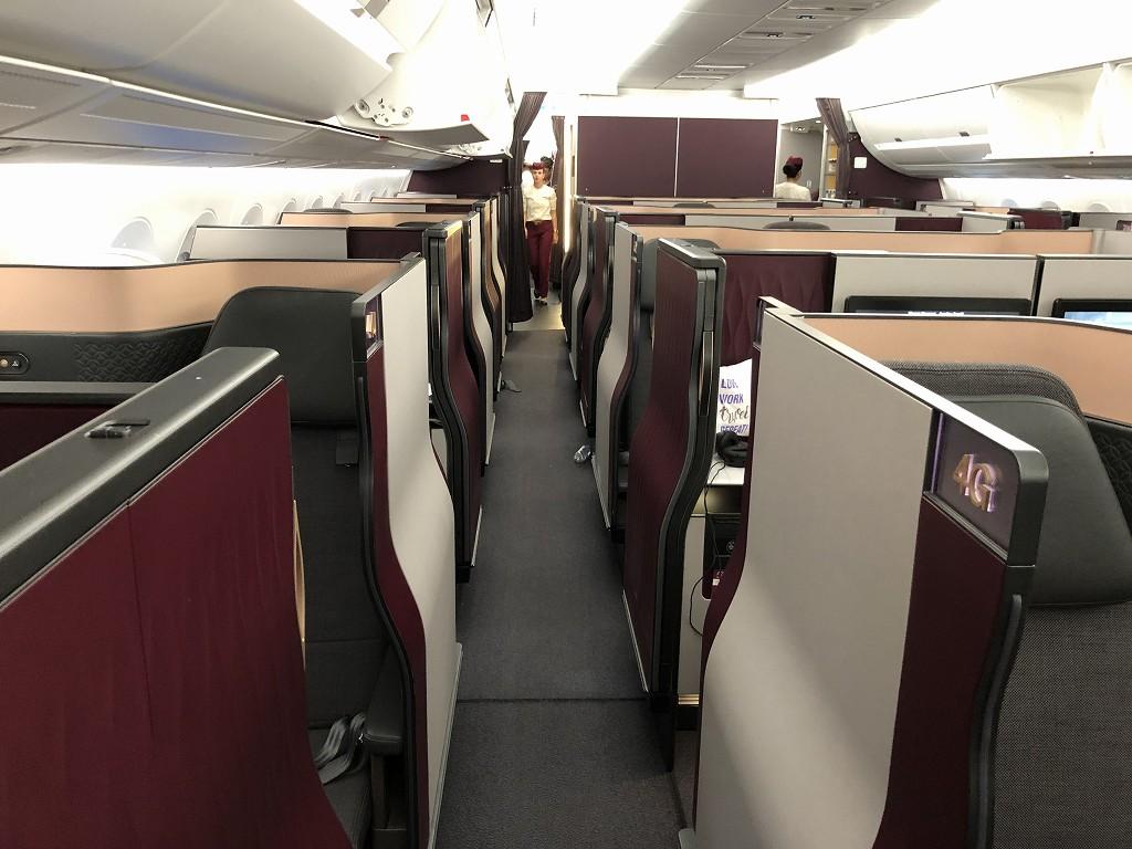 カタール航空のQR813便のQsuiteの内観3