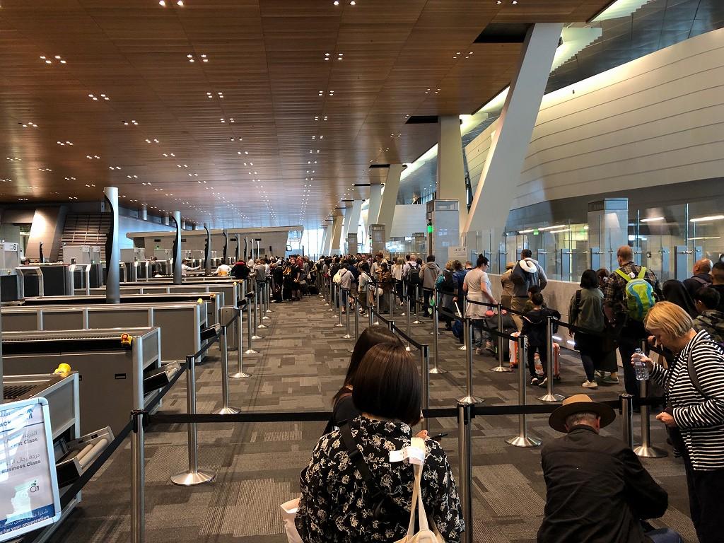 ドーハ・ハマド国際空港の入国保安検査1