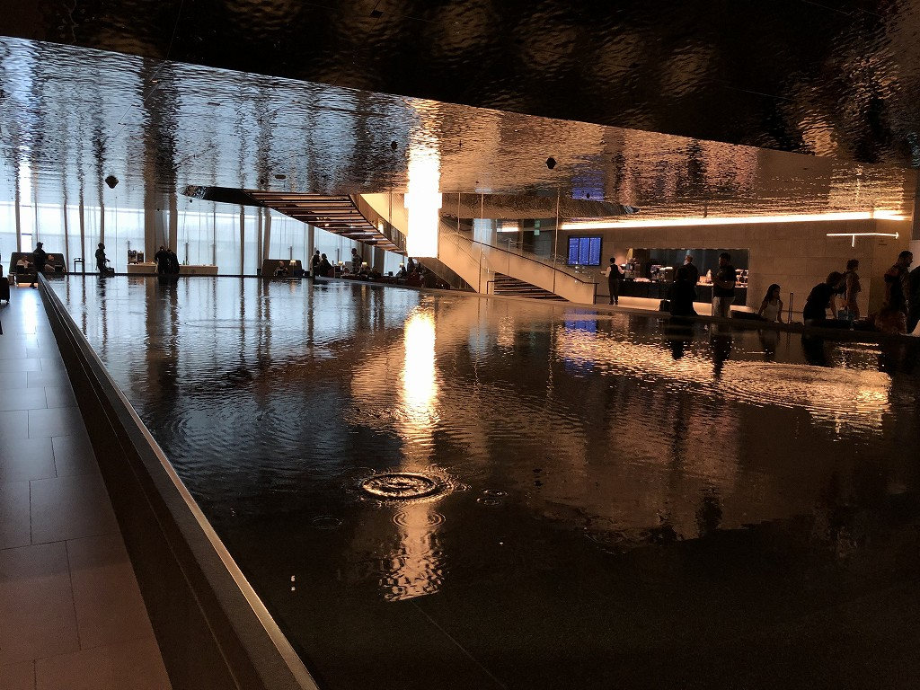 ドーハ空港 アル・ムルジャン ビジネスクラス ラウンジの水盤