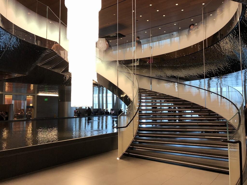 ドーハ空港 アル・ムルジャン ビジネスクラス ラウンジの螺旋階段