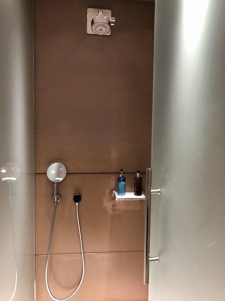 ドーハ空港 Oryxラウンジののシャワー1