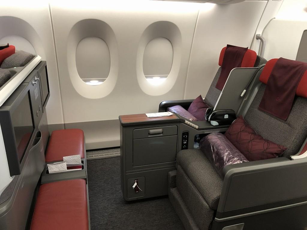 カタール航空のQR145便ビジネスクラス(A350-900機材)の座席1