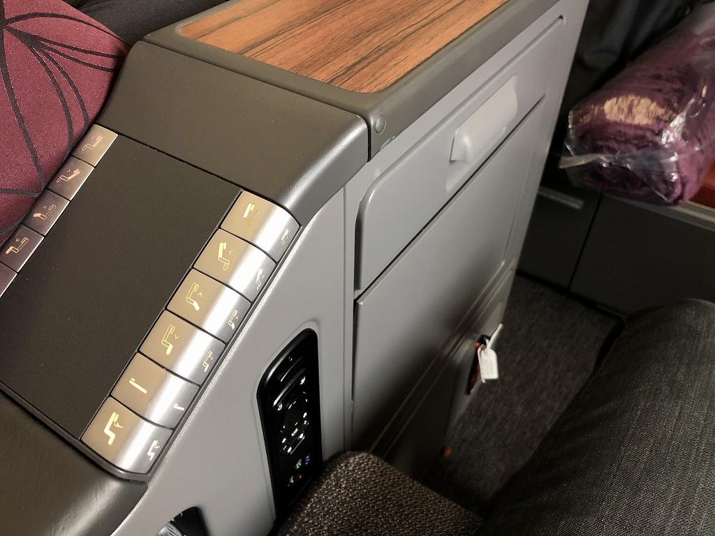 カタール航空のQR145便ビジネスクラス(A350-900機材)の座席7