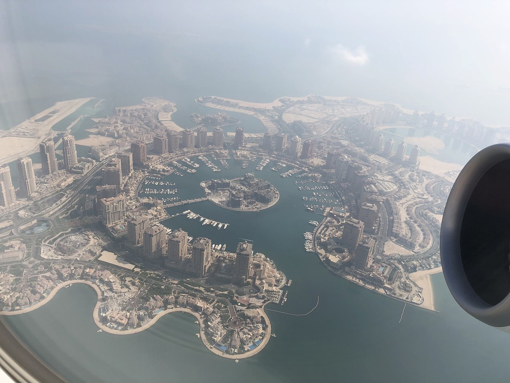 カタール航空のQR145便ビジネスクラス(A350-900機材)からの人工島