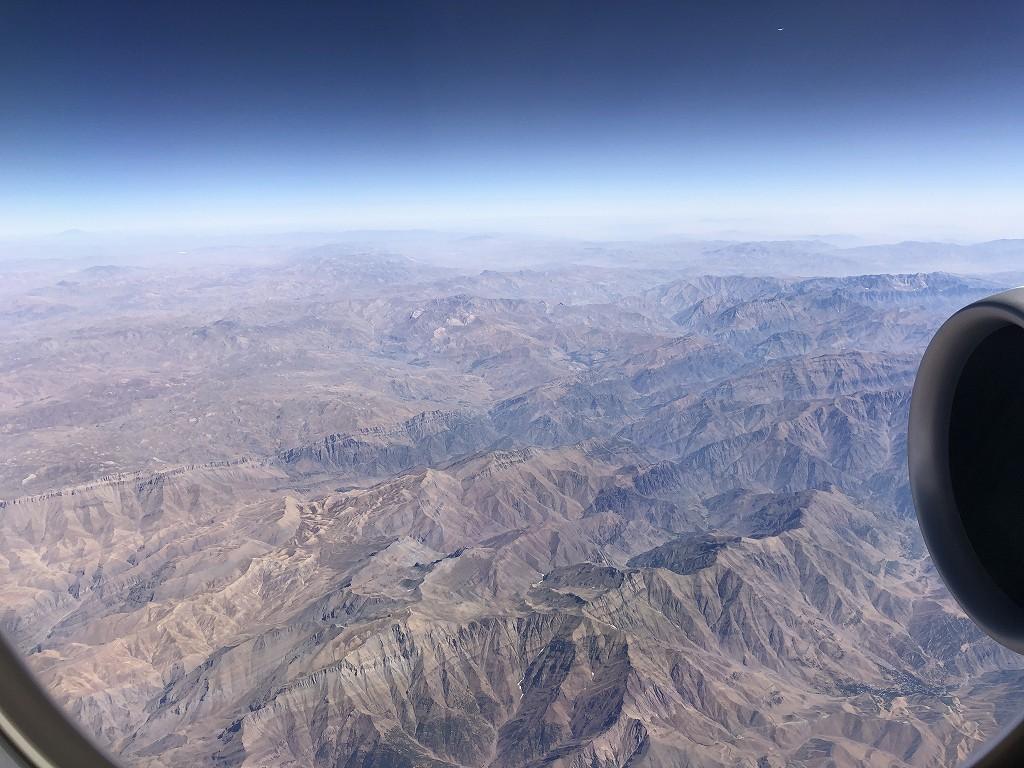 カタール航空のQR145便ビジネスクラス(A350-900機材)からのイラク北部の山岳地帯2