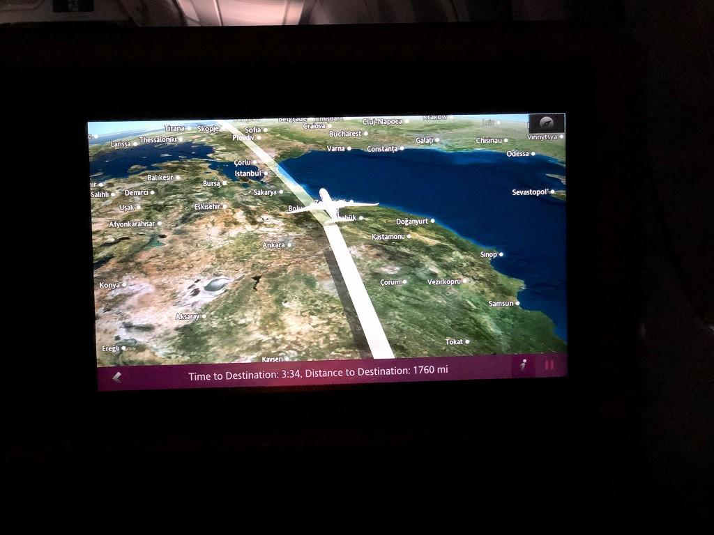 カタール航空のQR145便ビジネスクラス(A350-900機材)からのボスポラス海峡1