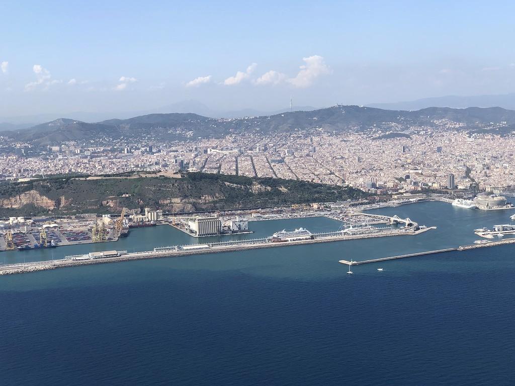 カタール航空のQR145便ビジネスクラス(A350-900機材)からバルセロナ市街地3