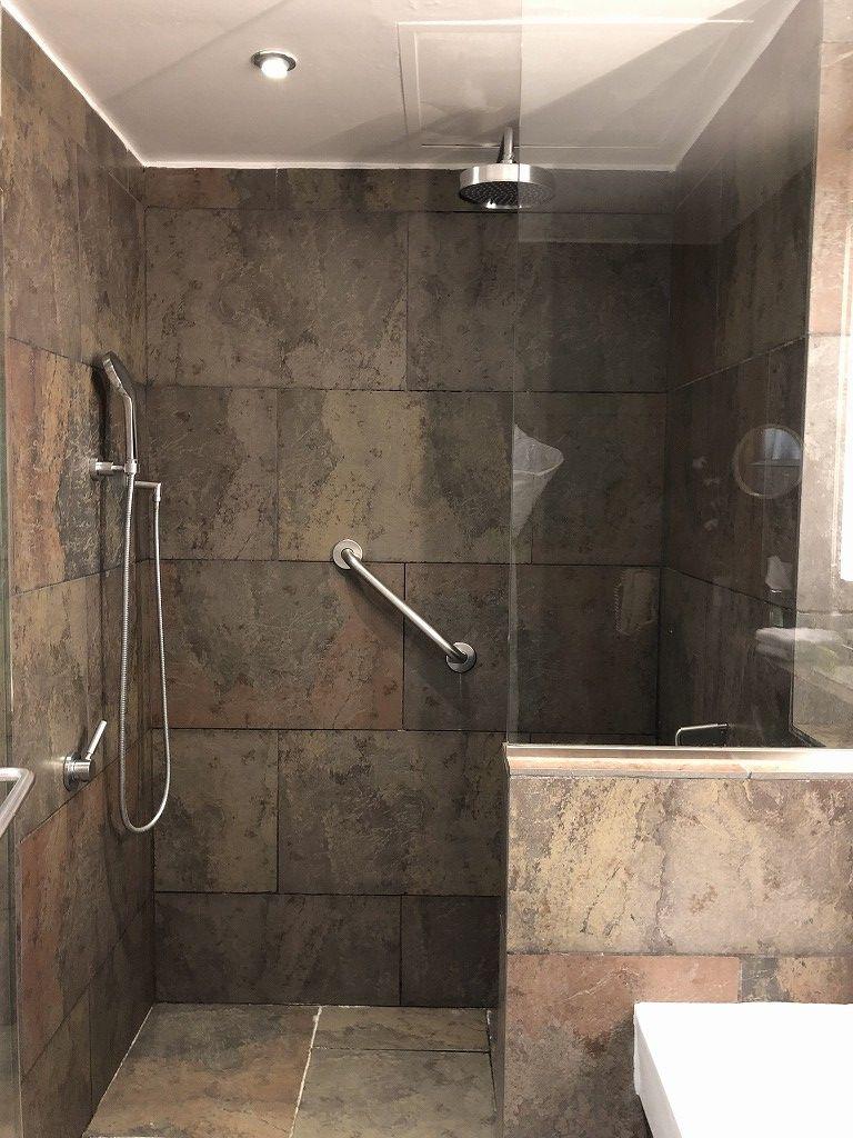 ル・メリディアン バルセロナのプレミアムデラックスルームのシャワールーム