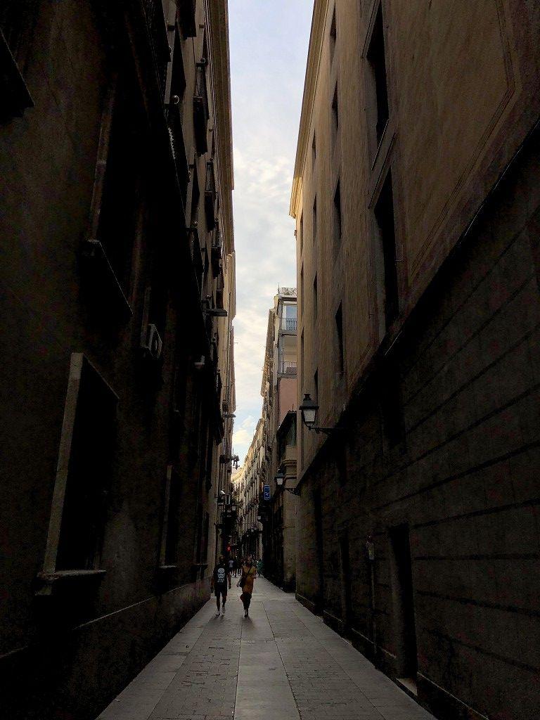 バルセロナの狭い路地1