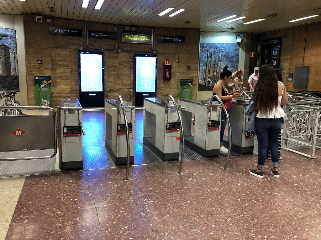 地下鉄サグラダ・ファミリア駅の改札