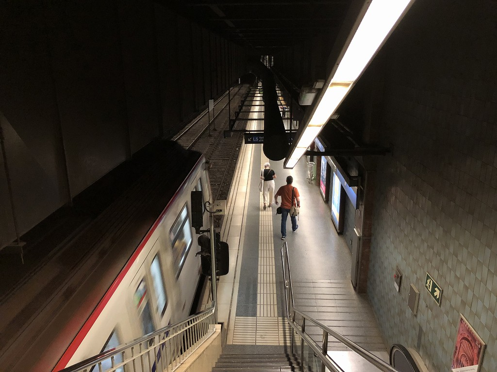 地下鉄サグラダ・ファミリア駅のホーム