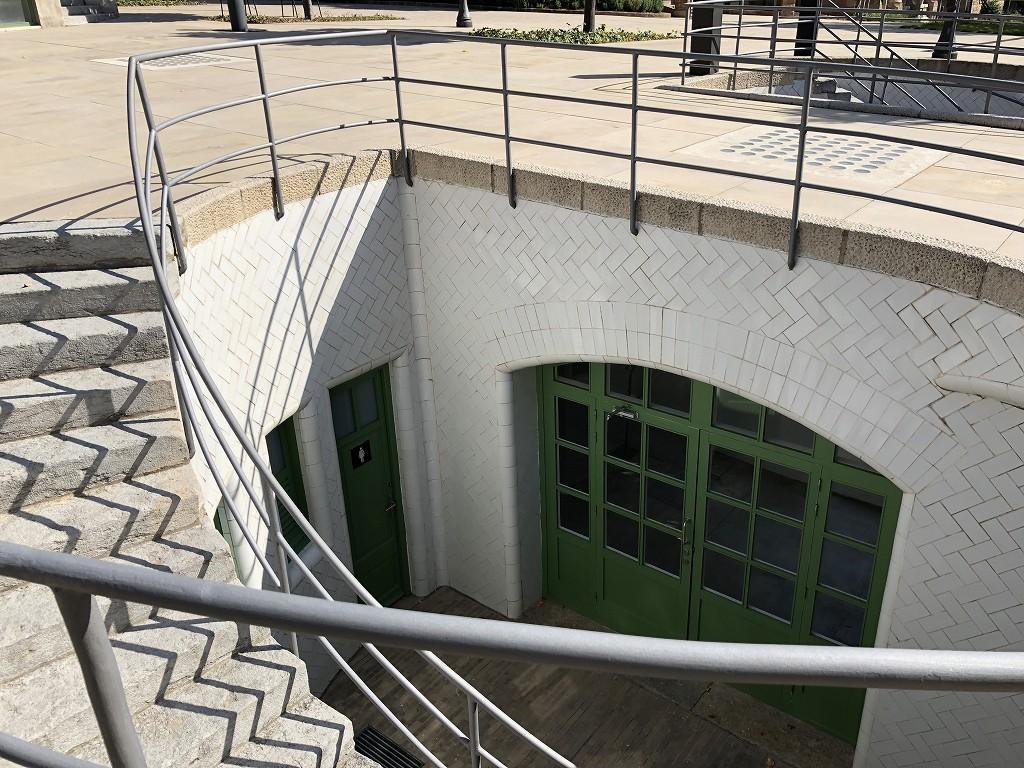サン・パウ病院の地下通路へ続く階段