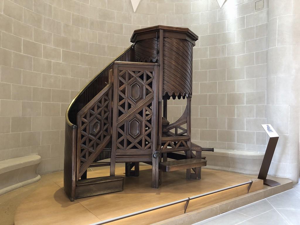 ガウディデザインの階段
