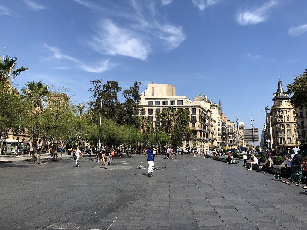 バルセロナのUniversitat駅前