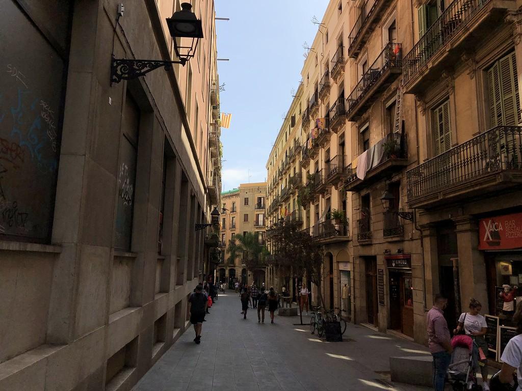 バルセロナのUniversitat駅からの通り1