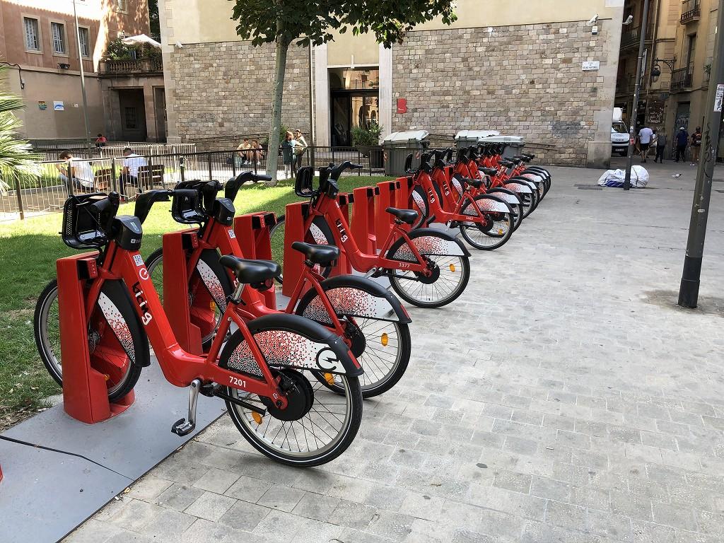 バルセロナのUniversitat駅からの通り3