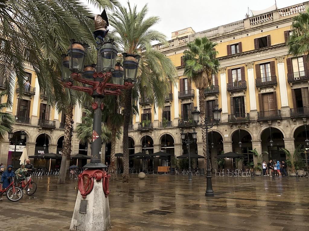 バルセロナのレイアール広場のガス燈1