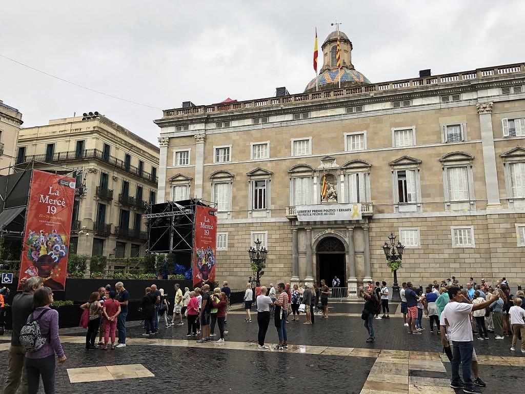 バルセロナのサンジャウマ広場1