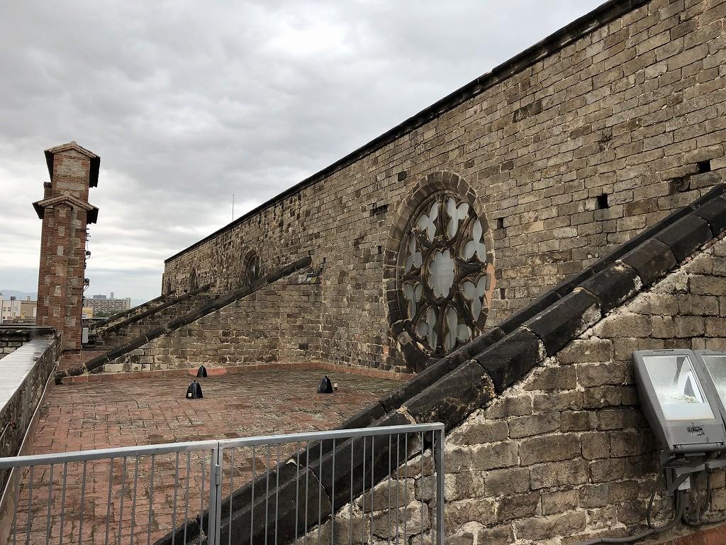 サンタ・マリア・ダル・マル教会の屋根の上