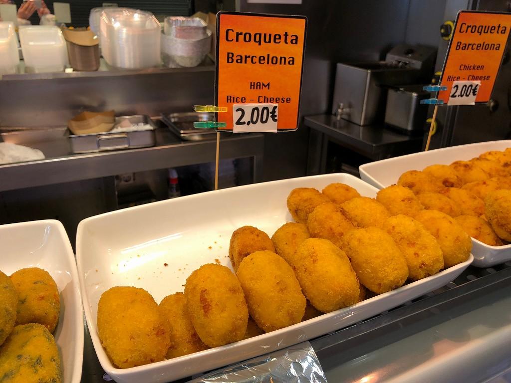 バルセロナのボケリア市場のライスコロッケ