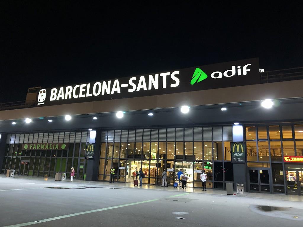 早朝のバルセロナ・サンツ駅