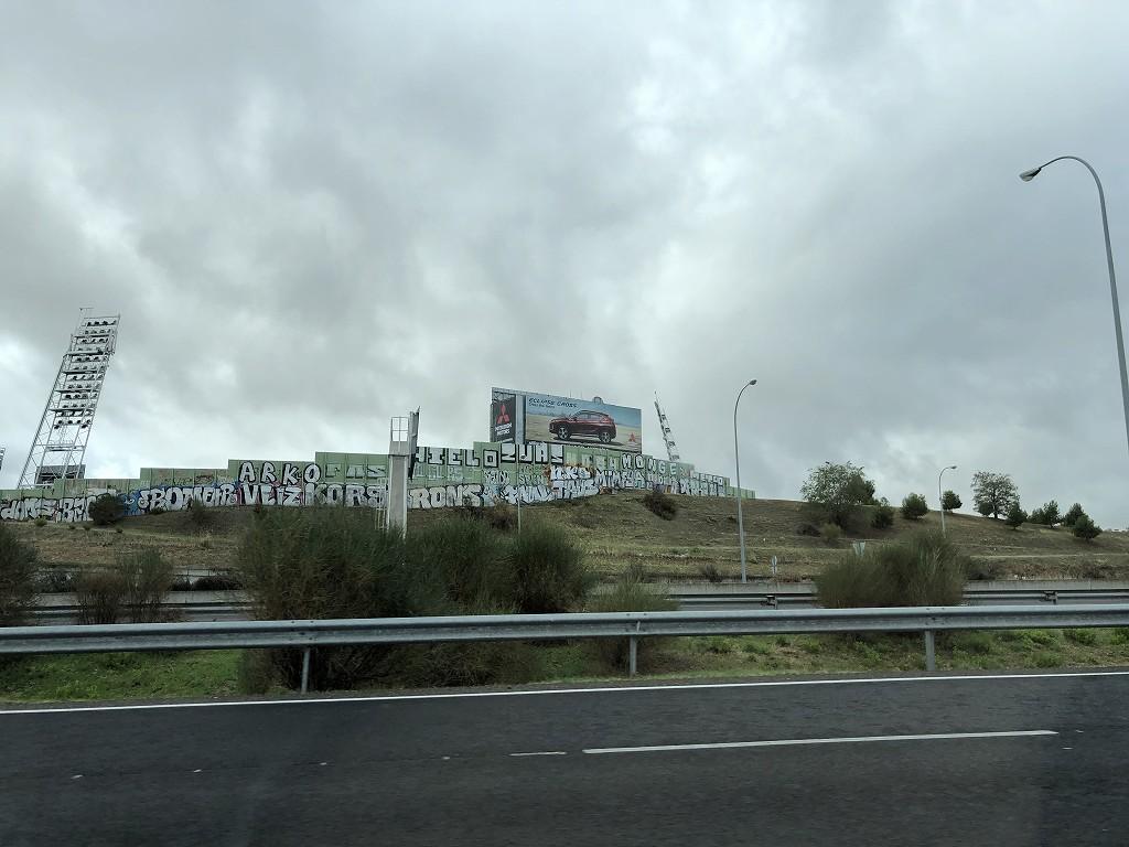 高速道路からコリセウム・アルフォンソ・ペレス