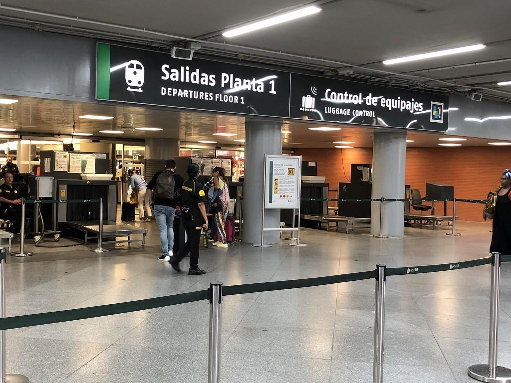 マドリード・アトーチャ駅のAVEの荷物検査