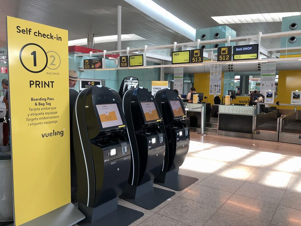 バルセロナ=エル・プラット空港のブエリング航空のチェックインカウンター