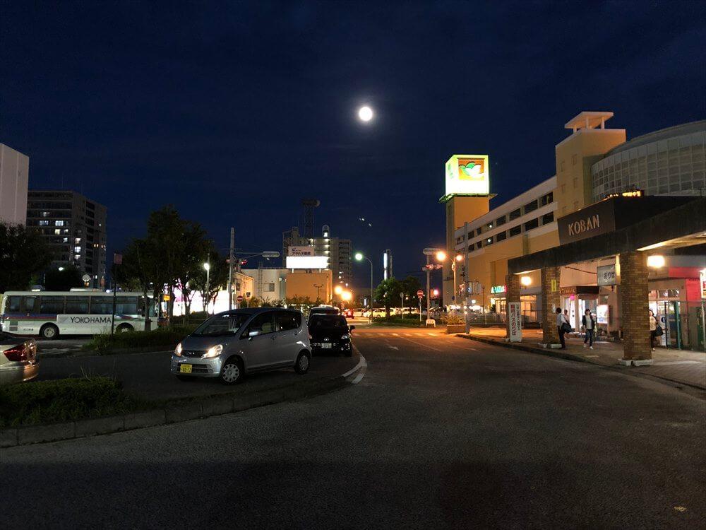 夜の堅田駅前