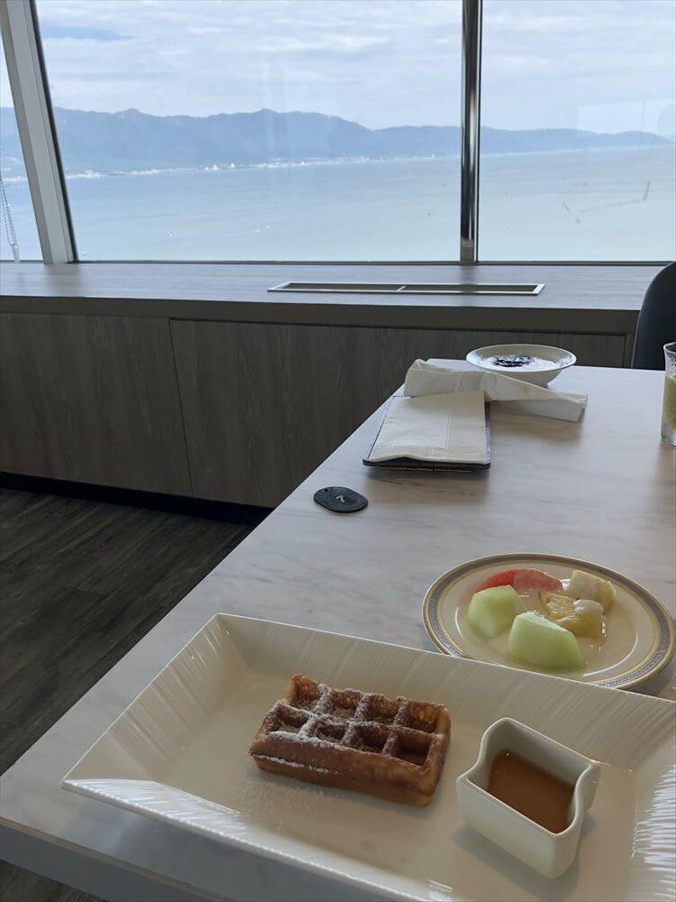 琵琶湖マリオットホテルの朝食会場からの眺め