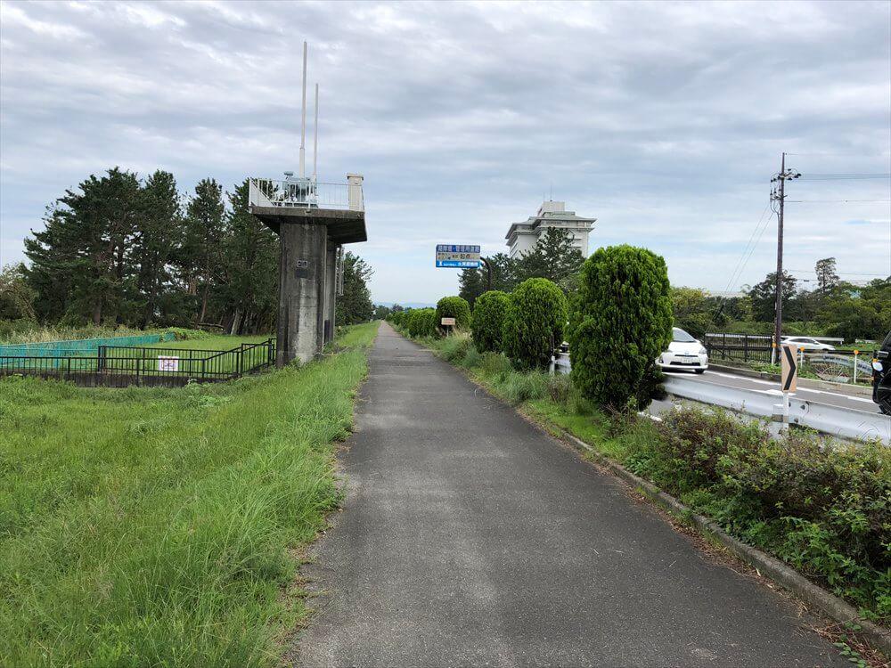 琵琶湖マリオットホテル近くの歩道